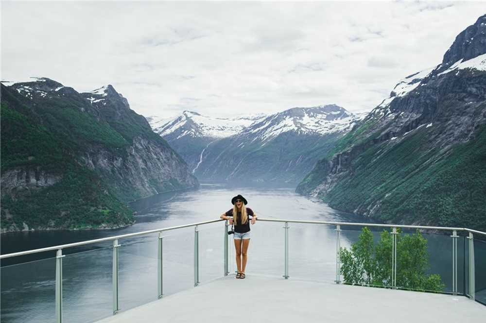 zOpt_visitnorway-ljoen-hellesylt-viewpoint-geirangerfjord-norway-4066875_2000.jpeg